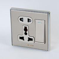 二三极多功能插座带单极开关